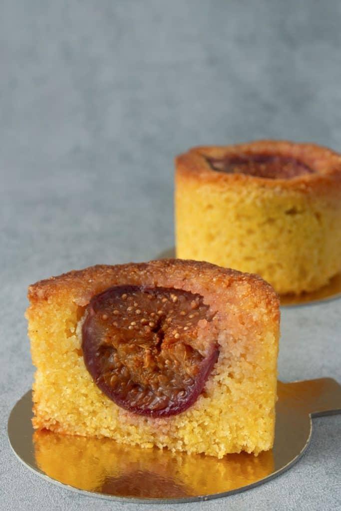 Fig polenta mini cake