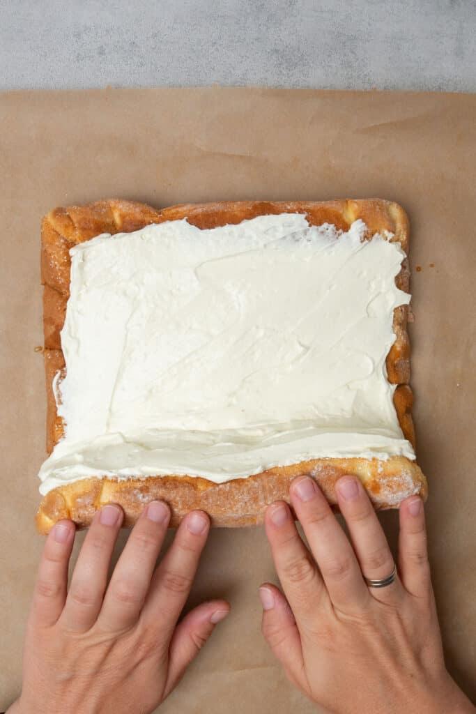Tiramisu cake roll process